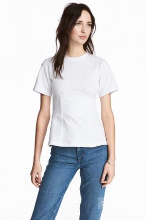 Приталенная футболка HM