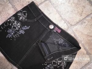 Красивая джинсовая юбочка чёрного цвета с вышивкой  26 - 44 размера.