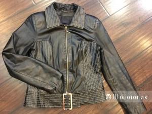 Куртка из натуральной кожи, размер М (на рос. 44-46). Черная.