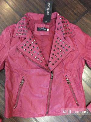 Куртка-косуха из кожзама, размер 2 диз., на рос. 42-44. Цвет темно-малиновый.
