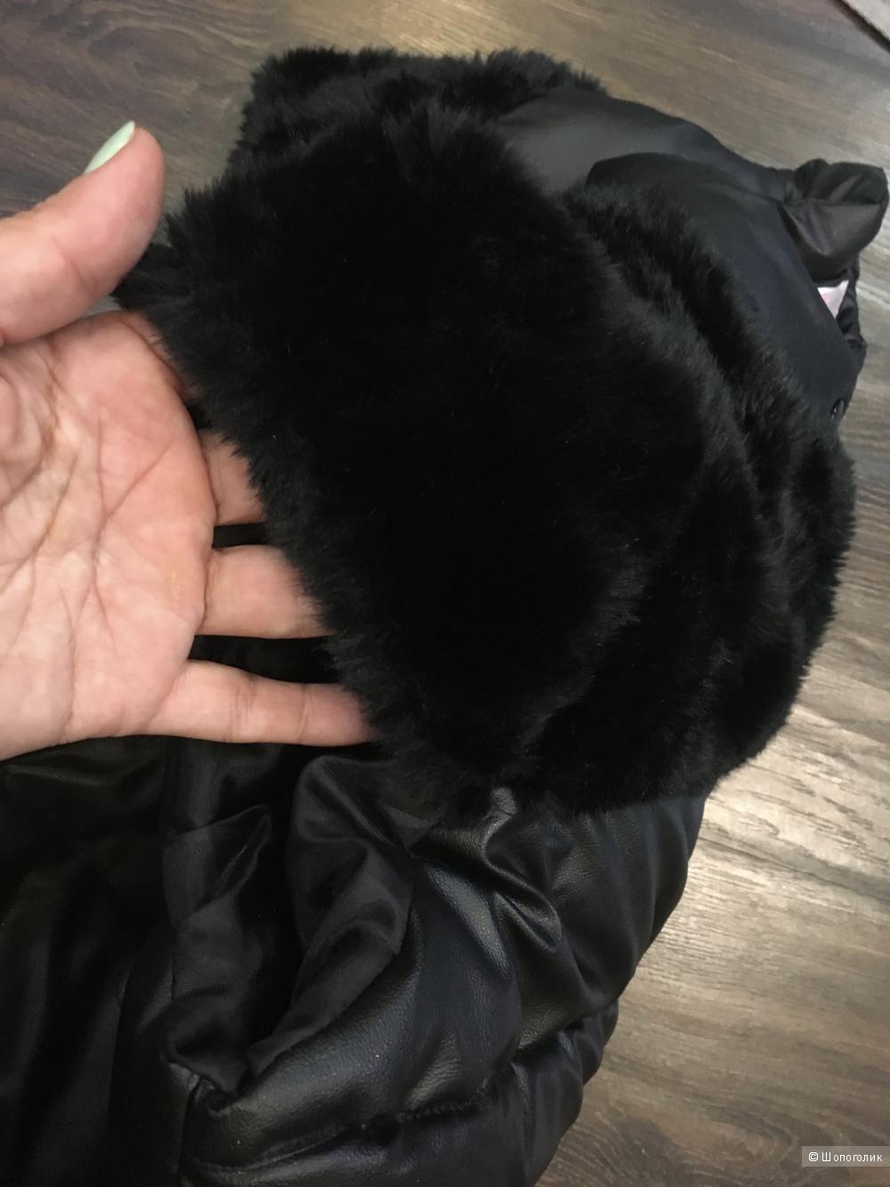 Утепленная жилетка из ткани под кожу. Размер на 46-48 рос. Черная