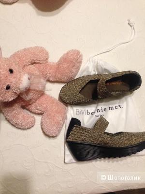 Стильные новые женские туфли 39  спорт-шик  BERNIE MEV оригинал