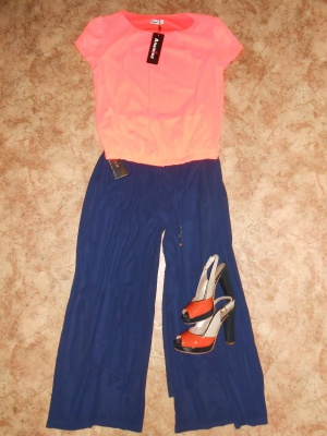 Комплект : юбка-брюки и блузка р.46-48 ( Турция)