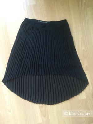 Плиссированная юбка ZARA черного цвета в идеальном состоянии. Размер S