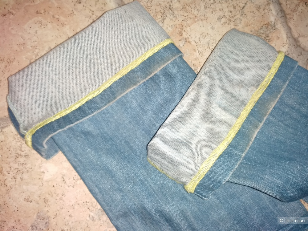 Джинсики - клёшики от Stress 7 , невероятно красивого голубого цвета, 26 размера..