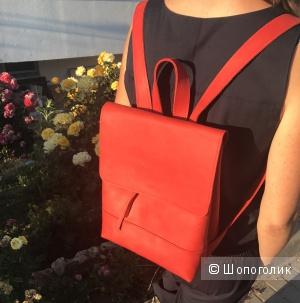 Яркий кожаный рюкзачок