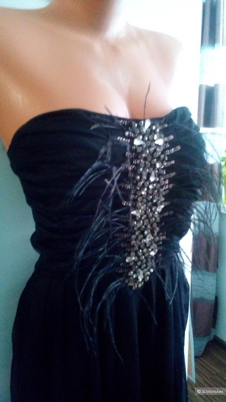 Маленькое черное платье c перьями GUESS BY MARCIANO  в размере 42 IT(42-44)