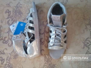 Босоножки Adidas.оригинал, новые, кожа,р.38-39, (6,5)