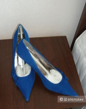 Туфли замшевые 36размер Карло Пазолини
