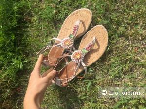 Шикарные новые сандалии Boutique 9