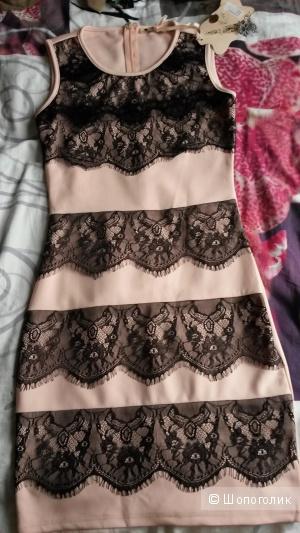 Нежно розовое платье с гипюром, размер С