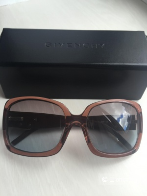 Солнцезащитные очки Givenchy