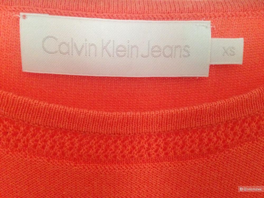 Трикотажный топ Calvin Klein Jeans - 42 размер.