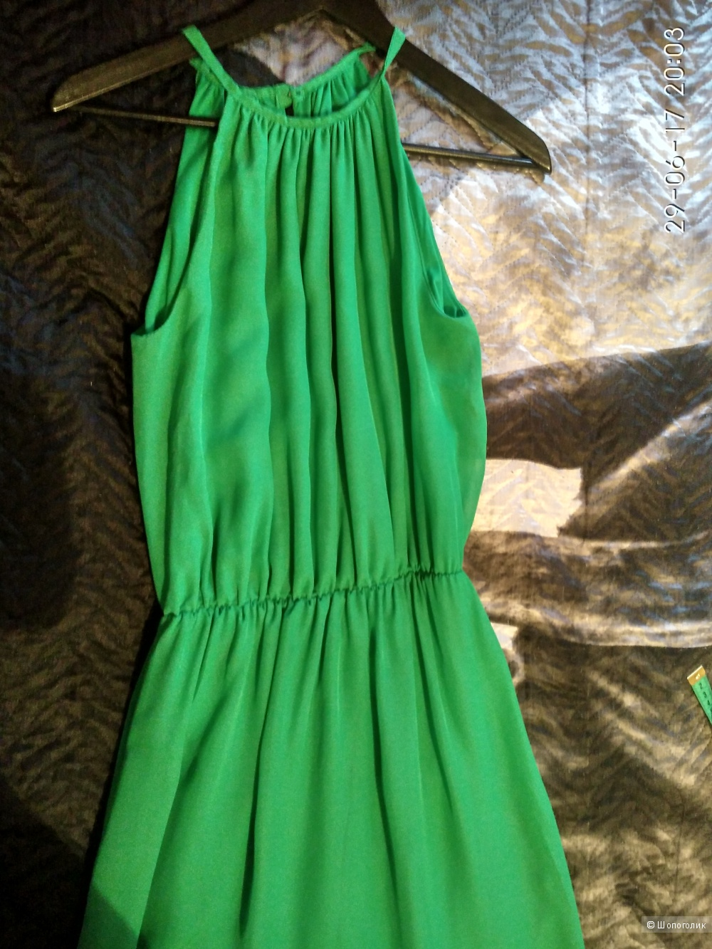 Яркое зеленое платье в пол размер 46