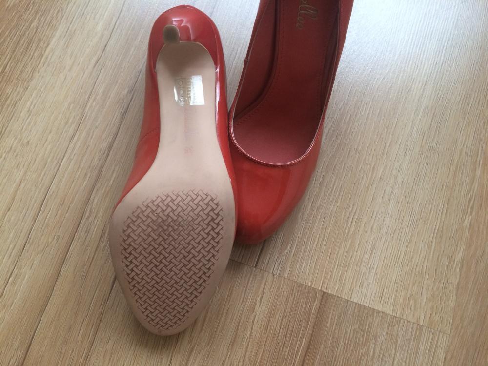 Лаковые туфли Daniellee р-р 38
