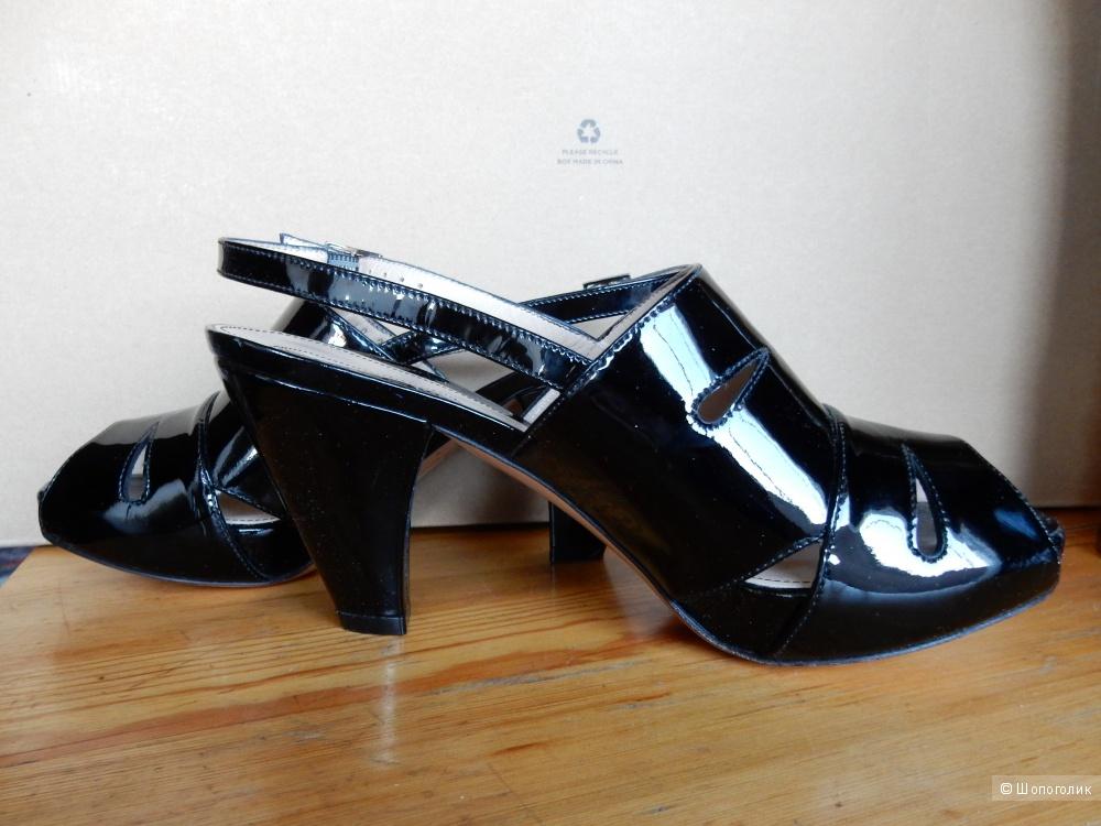 Новые лаковые черные босоножки Lerre размер IT36.5