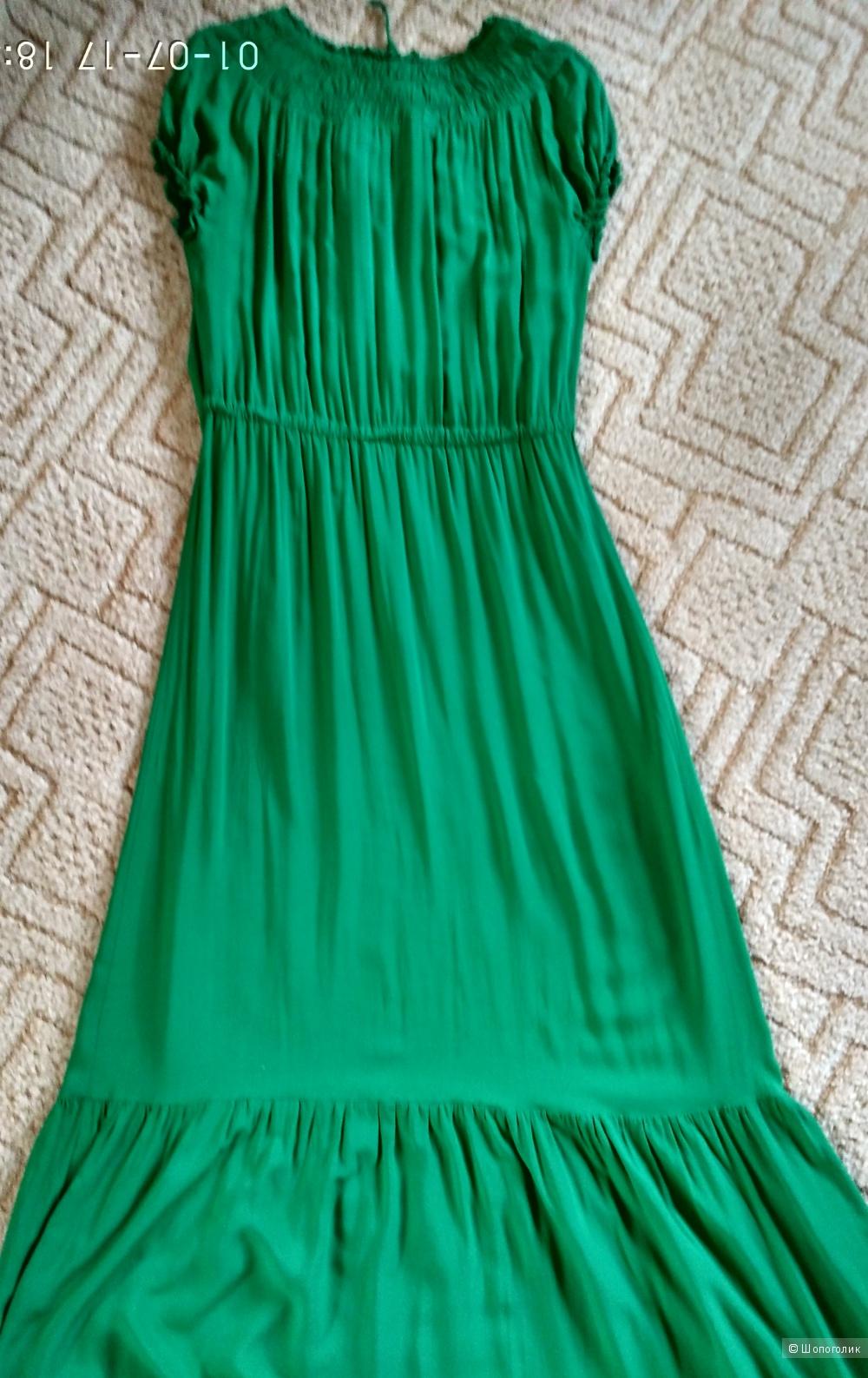 Легкое зеленое платье размер М