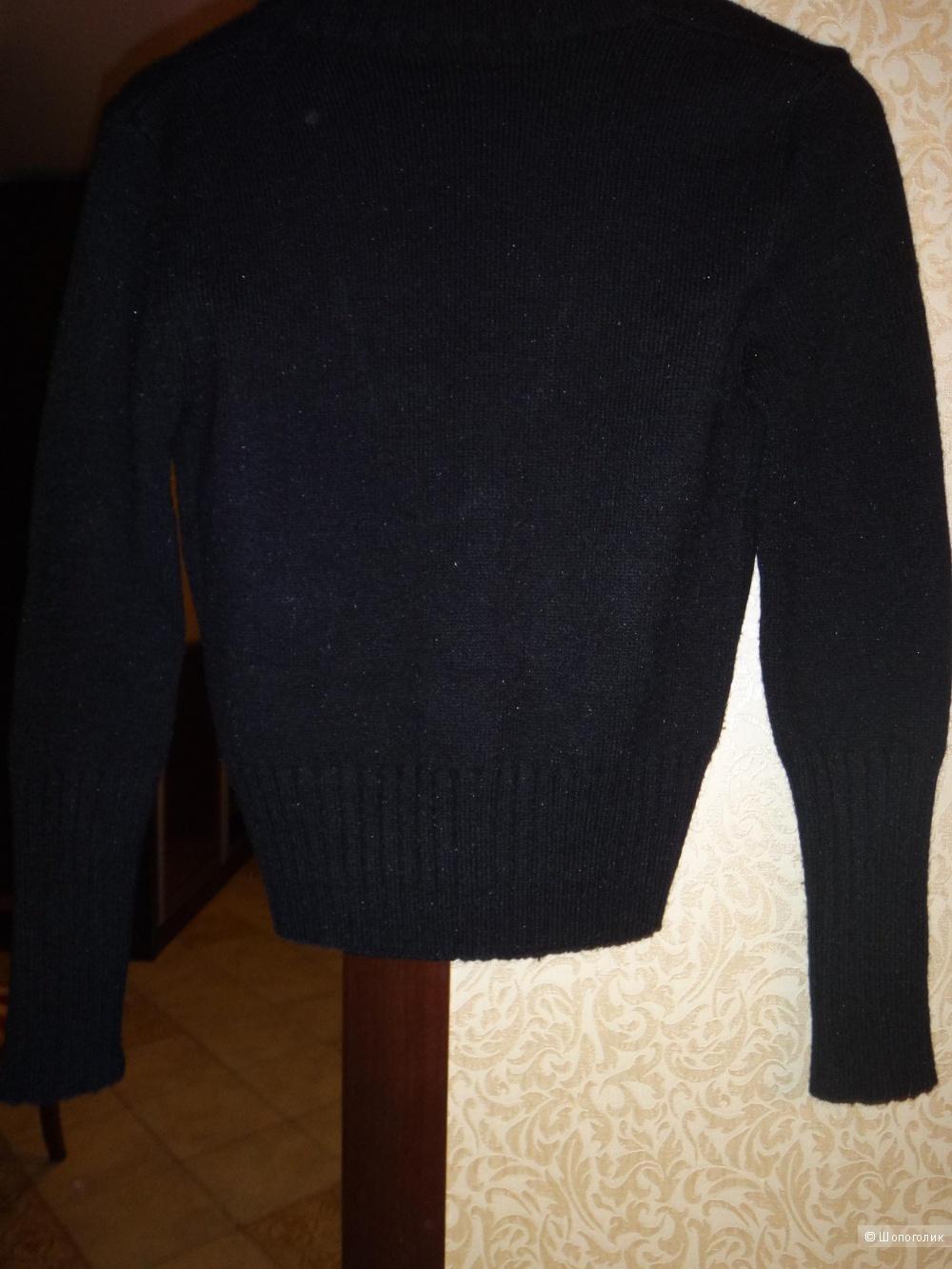 Джемпер MOSCKHINO 42-44  размер