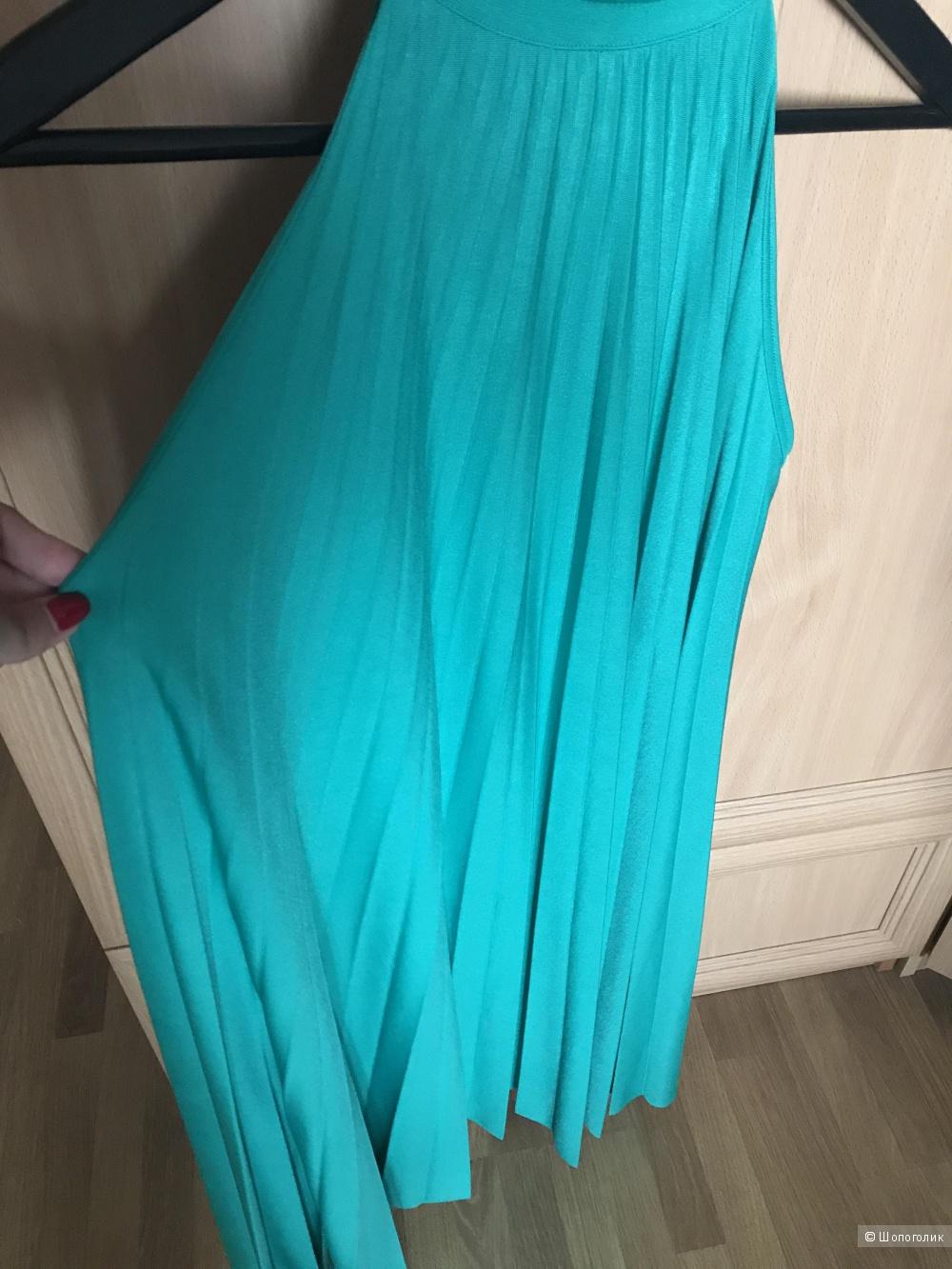 Зеленое плиссированное платье в размере S, Uterque