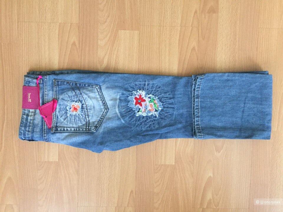 Абсолютно новые, прямые джинсы. Размер L.