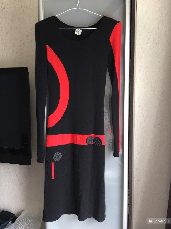 Платье черное трикотажное с красными вставками XS Orhidea