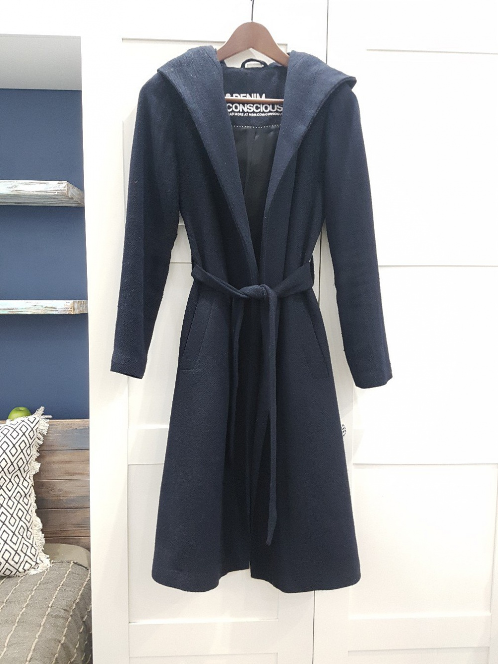 Пальто с капюшоном темно-синее на поясе H&M, размер 34