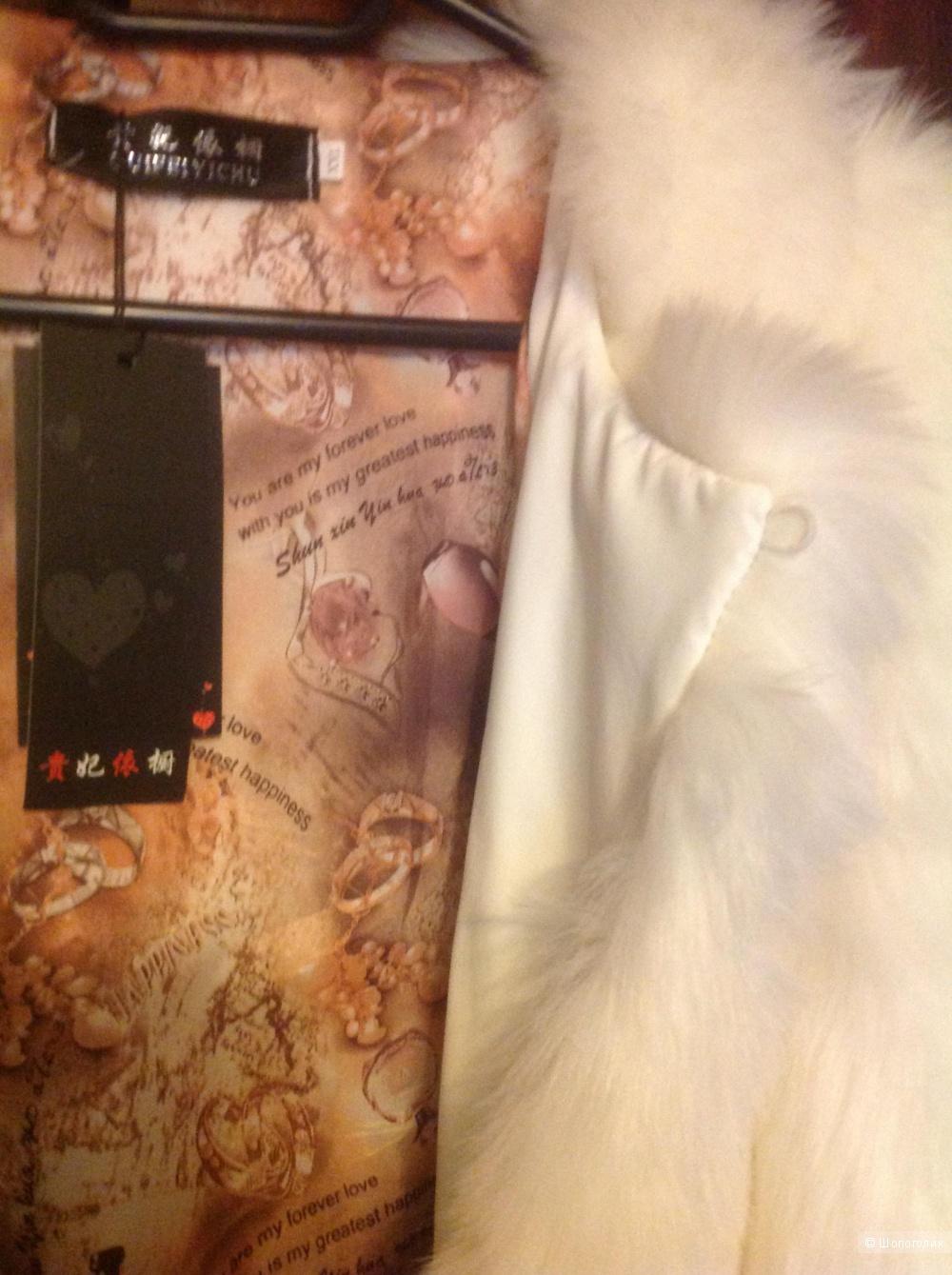 Шуба, из искусственного качественного волокна с красивой дорогой подкладкой. Размер 46 российский