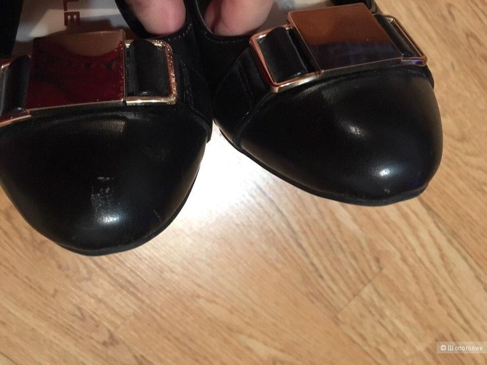 Черные туфли на каблуке. Размер 39.