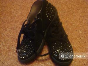 Кеды высокие фирмы Tiflani,цвет черный ,размер по стопе 21 см.