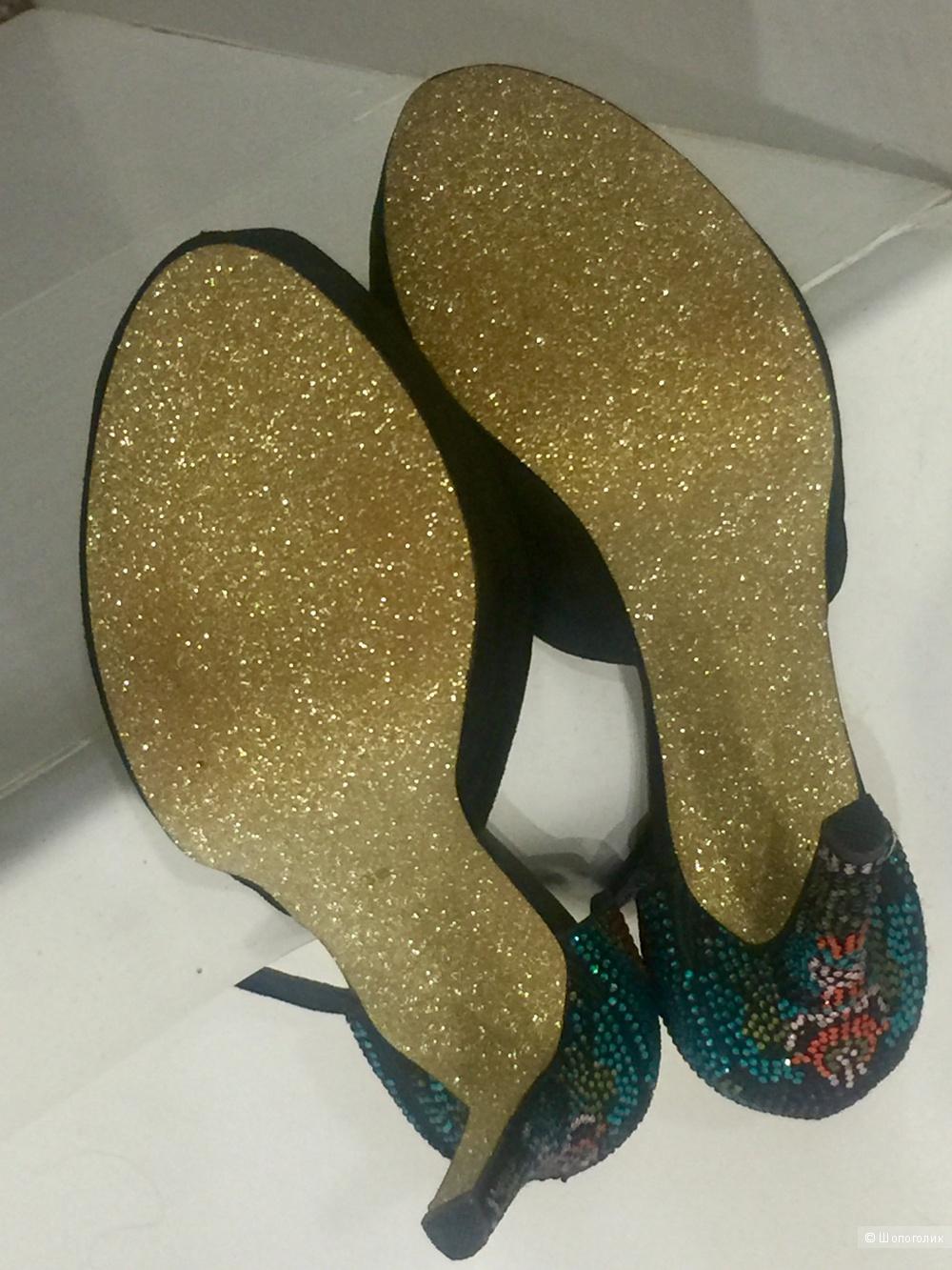 Туфли Vitacci, новые, 38 размер