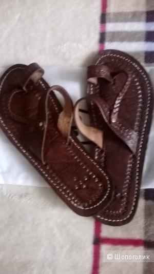 Новые красивые кожаные сандалии 39 Италия.