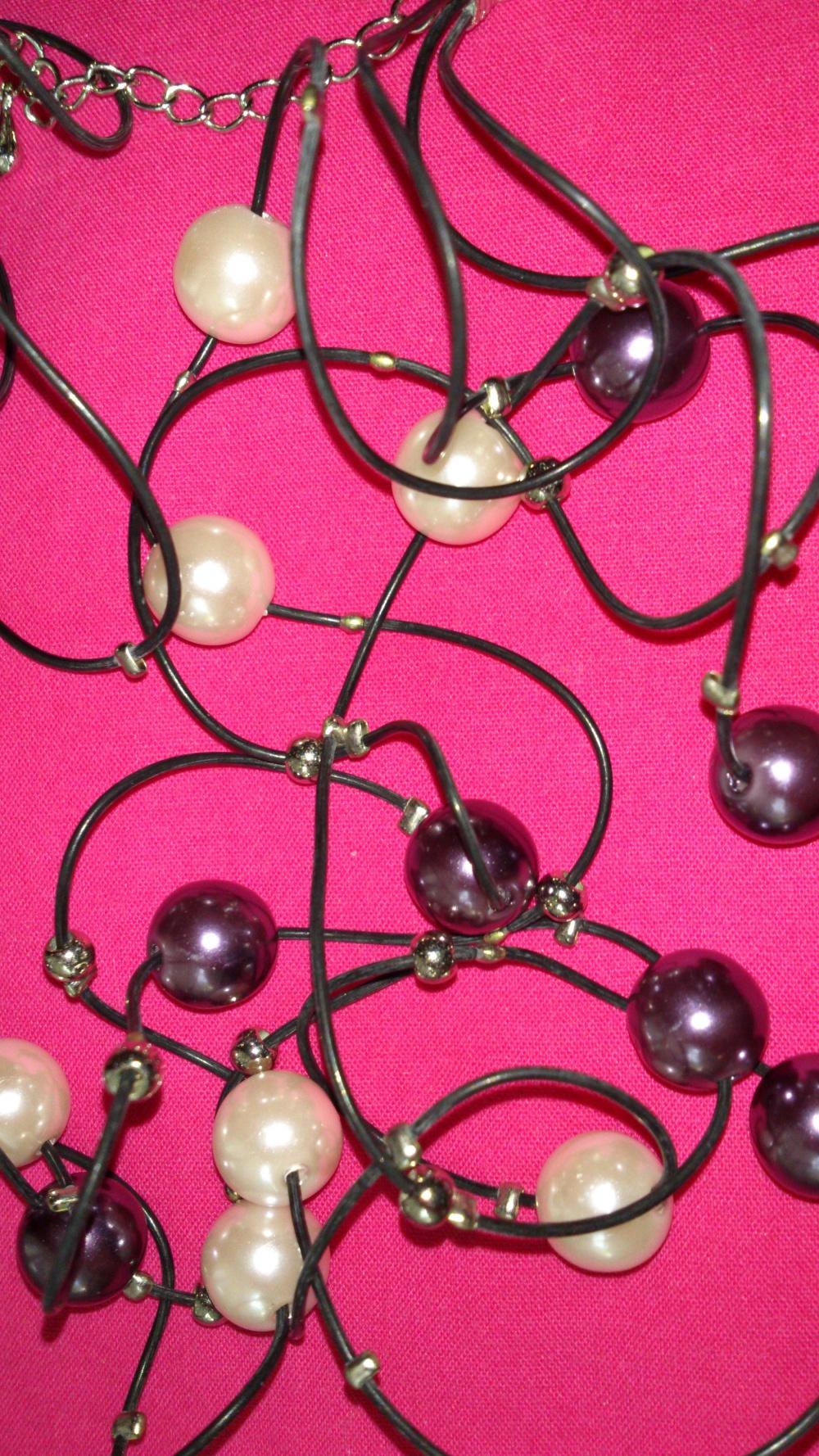 Бусы с перламутровыми белыми и черными шариками, Lady Collection