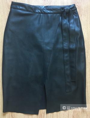 Новая юбка из качественного кожзама фирмы River Island размера 8 uk