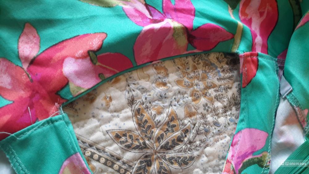 Облегающее платье-футляр размер L (46), но лучше на переходный 46-48