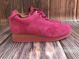 Новые кроссовки Max Mara, 38 размер