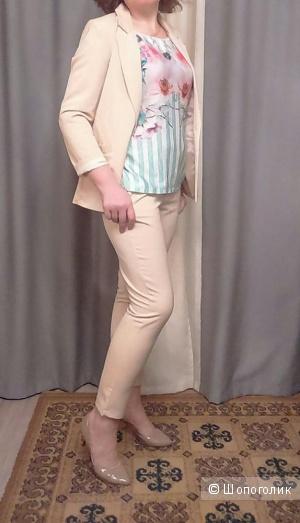 Новый бежевый брючный костюм 46-го размера