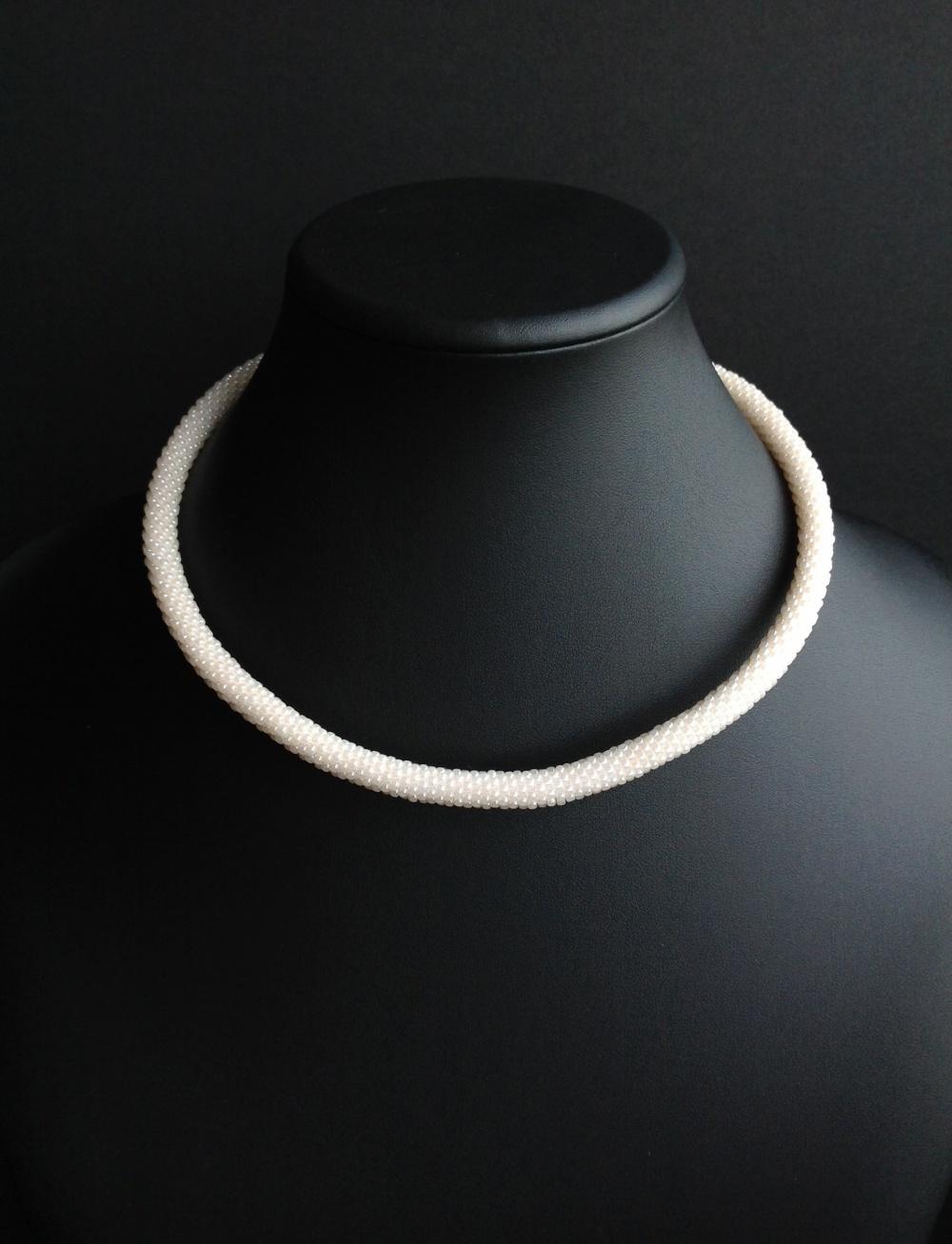 Колье-чокер жемчужного цвета, классика, авторская бижутерия, ручная работа, японский бисер, на шею 38-40см (арт.17/003)