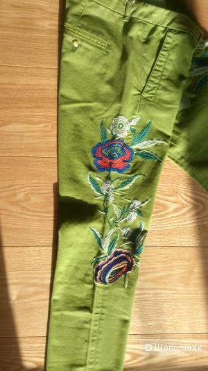 Женские брюки Monocrom с вышивкой,  Италия, 28 размер на 44