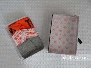 Набор из трех котоновых трусиков PINK от Victoria's Secret размер XS в подарочной коробочке