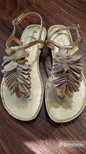 BCBG MAXAZRIA золотые кожаные сандалии р.37 оригинал.Новые