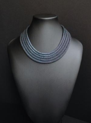 Ожерелье с металлическим эффектом, из пяти жгутов, авторская бижутерия, ручная работа, японский бисер, на шею до 42см (арт.17/011)