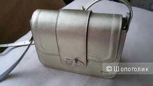 Стильная маленькая кожаная сумочка Esse.