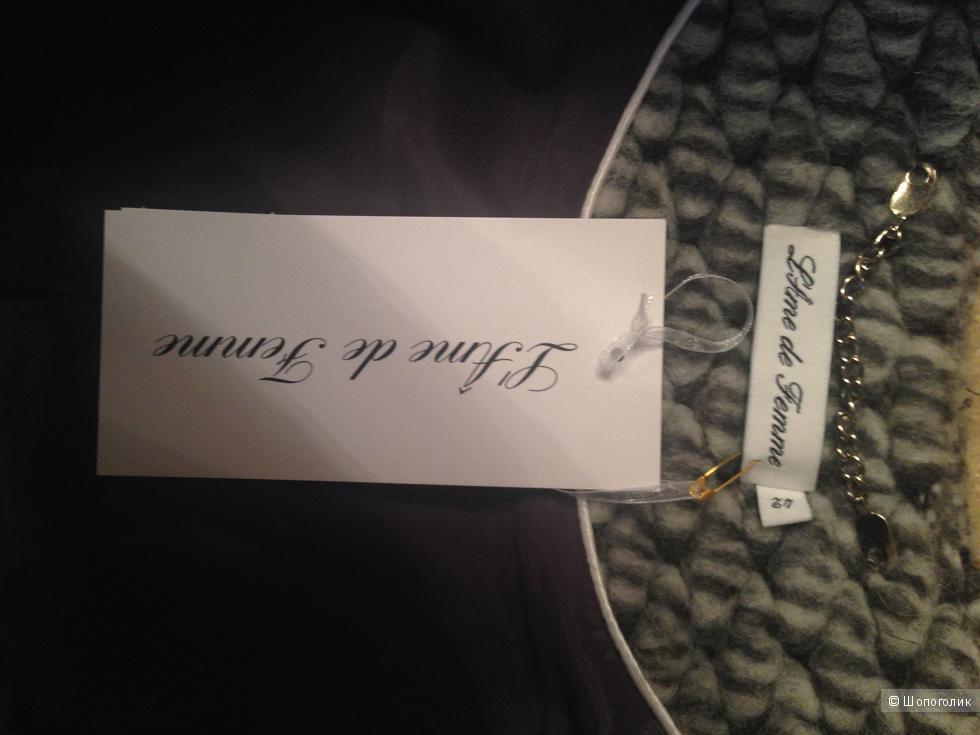 Пальто Femme дизайн Италия произведено EU размер 46-48