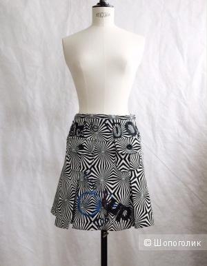 Шикарная юбка из жаккард и расшитая от марки от DESIGUAL размер 42-44
