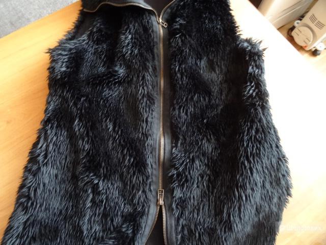 Меховая жилетка на молнии, размер 42-44, б/у