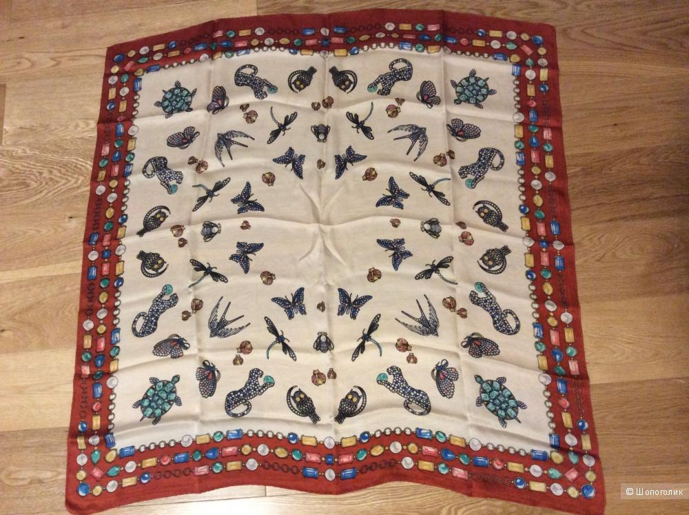 Очаровательный шёлковый платок хорошего качества 83*84 см