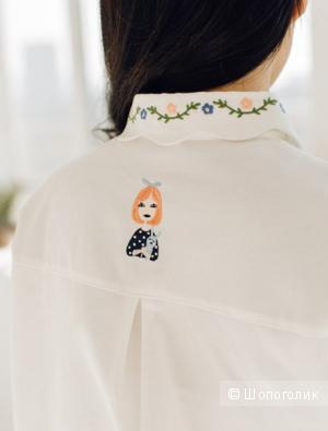 Белая рубашка свободного кроя с модной вышивкой
