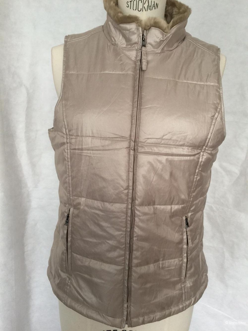 Женская жилетка на осень. Воротник стоичка на  иск. мехе, марка Liz&Co размер M