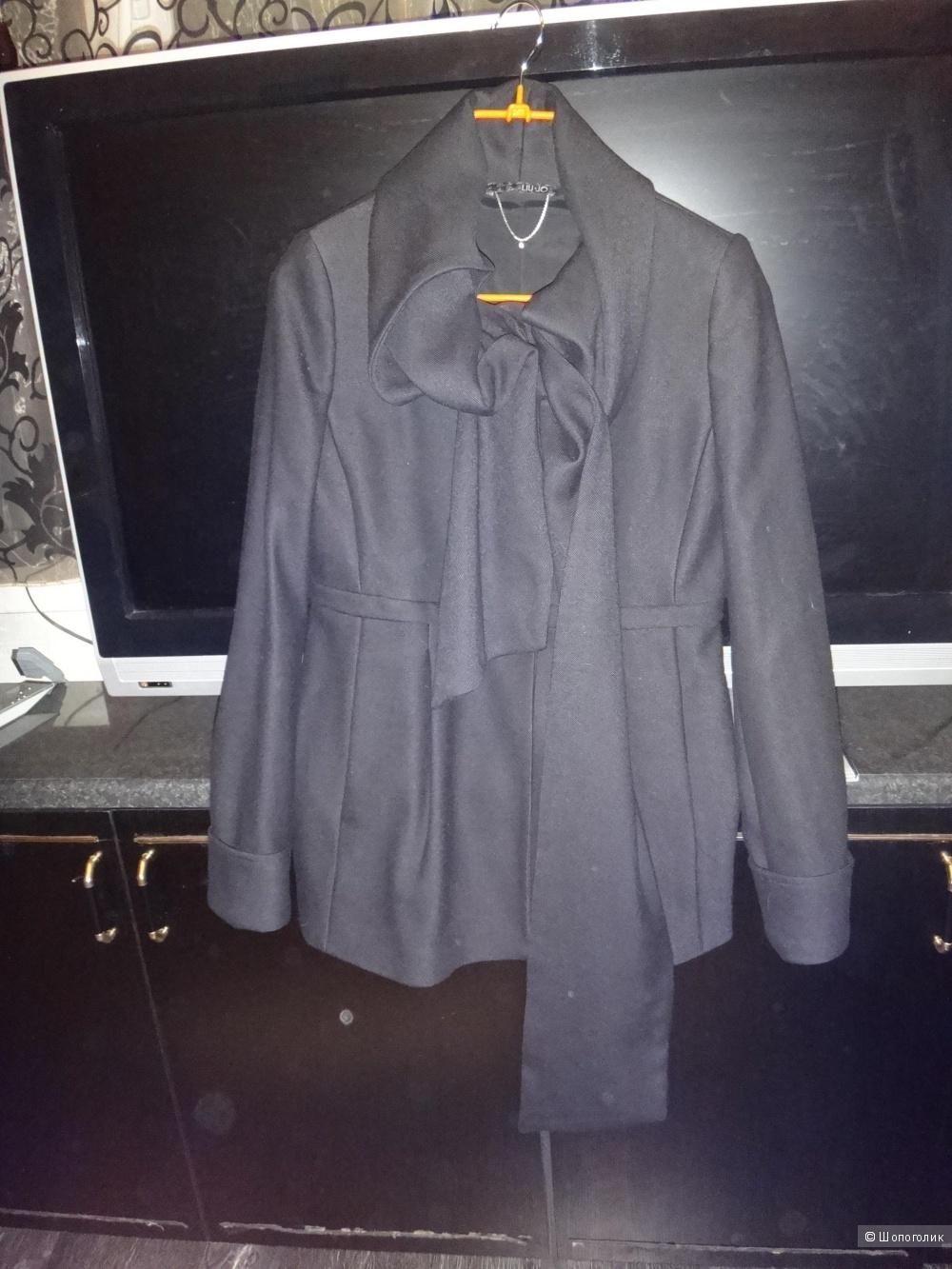 Пальто укороченной 44-46 размер Италия LIU .JO