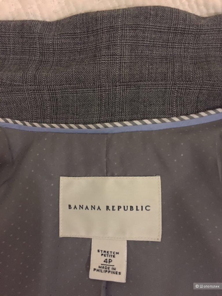 Классический костюм Banana Republic на стройную и миниатюрную девушку, размер 4P (US)